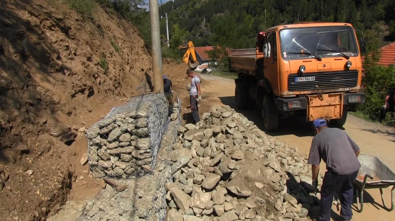 Се санира свлечиштето на патот Крива Паланка-село Дурачка Река