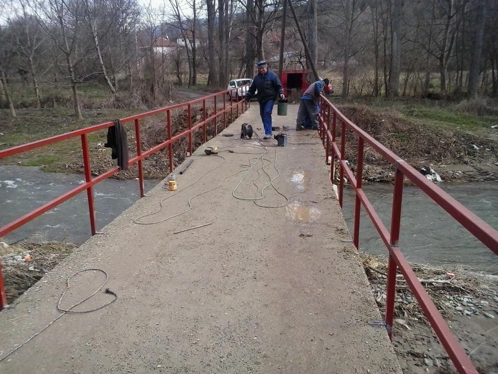 """Поставена безбедносна ограда на пешачкиот мост во месноста """"Крстата Падина"""""""
