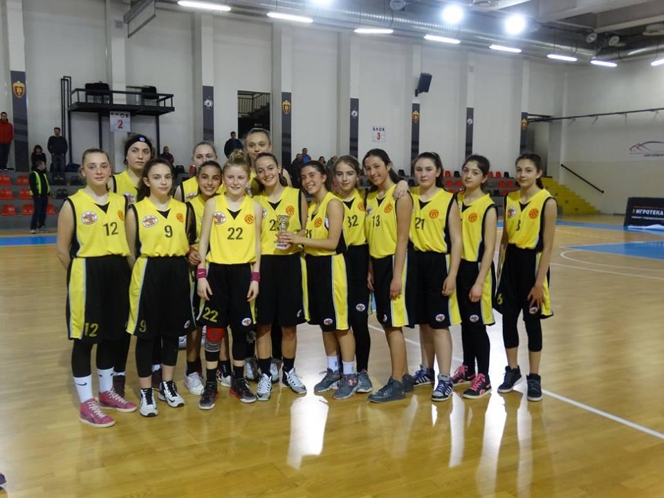"""Кошаркарките од КК """"Крива Паланка"""" државни вицешампионки во кадетска конкуренција до 14 години"""