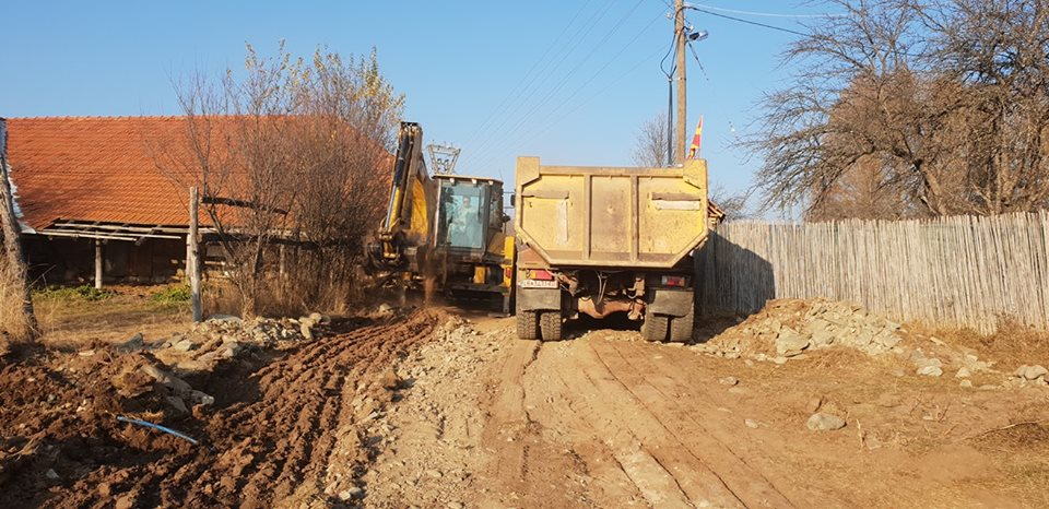 Градежни активности за асфалтирање на патниот правец кон с.Трново