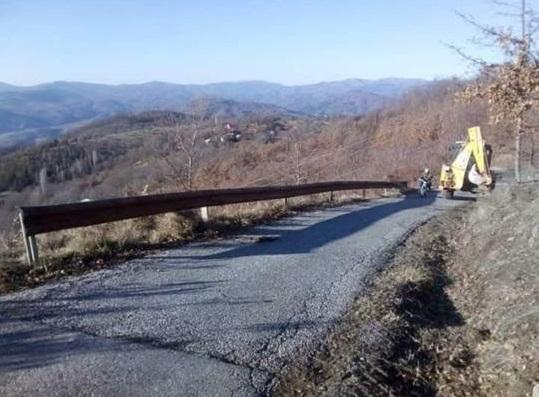 Поставување на  заштитна одбојна ограда на патниот правец кон Калин Камен