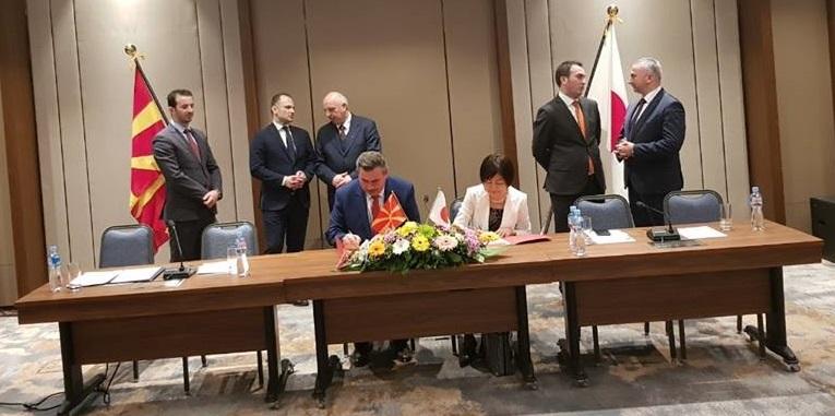 Јапонската амбасада додели грант за набавка на ново возило за смет на ЈП Комуналец-Крива Паланка