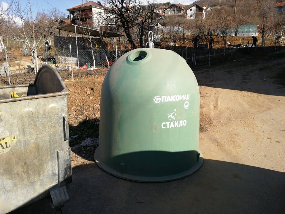 Поставени садови за собирање на стаклен отпад