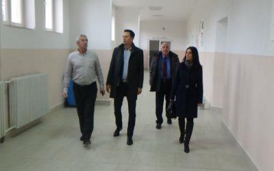 Градоначалникот Мицевски во обиколка на завршените градежни активности во ООУ Јоаким Крчовски