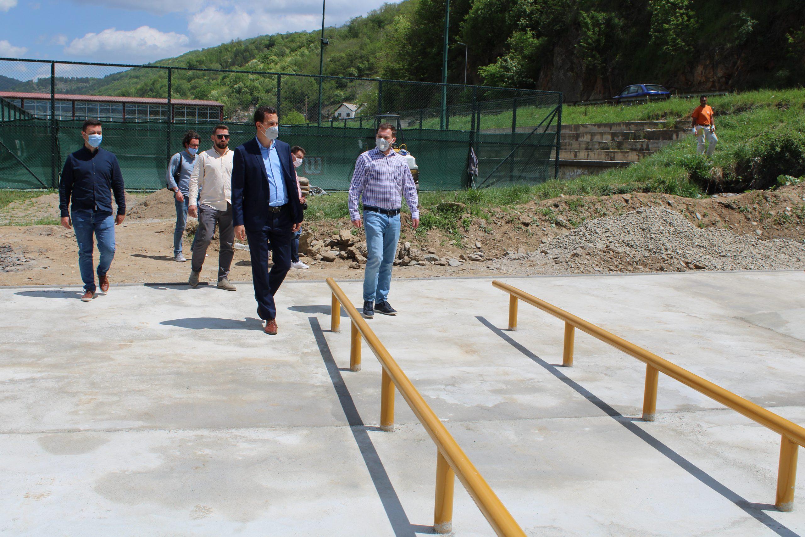 Директорот на Агенцијата за млади и спорт Дарко Каевски во обиколка на активностите за изградба на спортска инфрастуктура во Крива Паланка