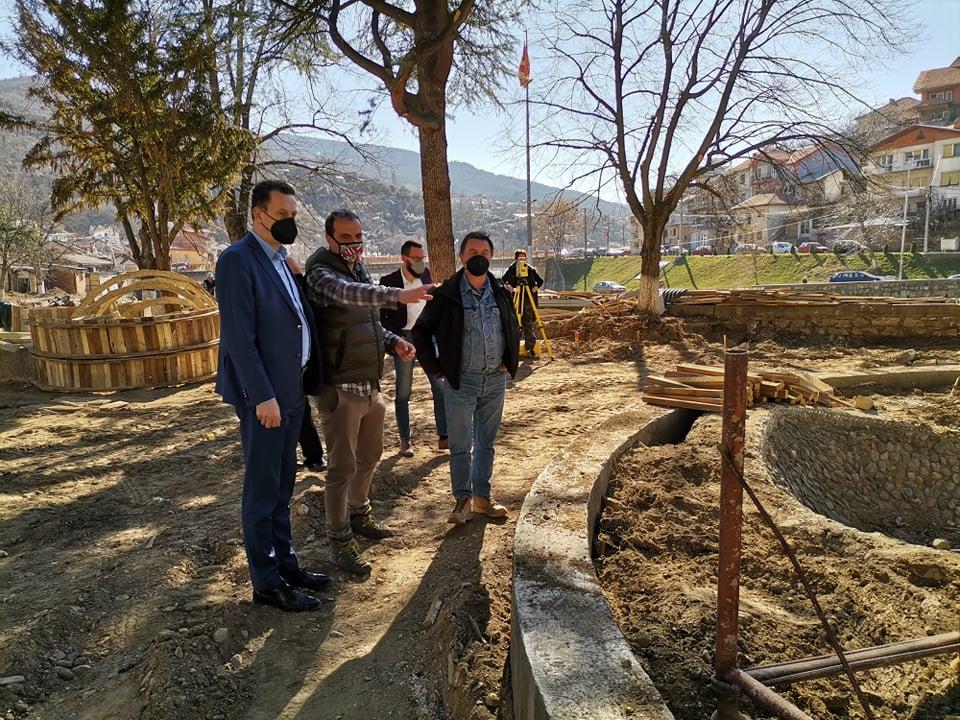 Реконструкцијата на градскиот плоштад и парк се одвива според предвидената динамика
