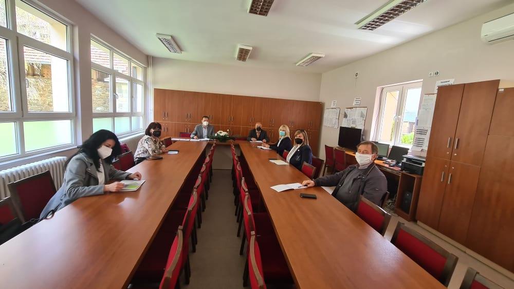 Средба на градоначалникот Мицевски со директорите на воспитно-образовните институции: Подготовки за новата учебна година