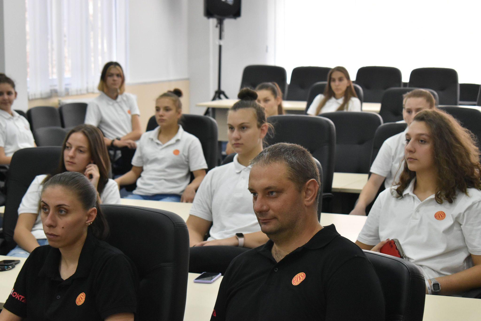Женската кошаркарска репрезентација до 16 години на припреми во Крива Паланка