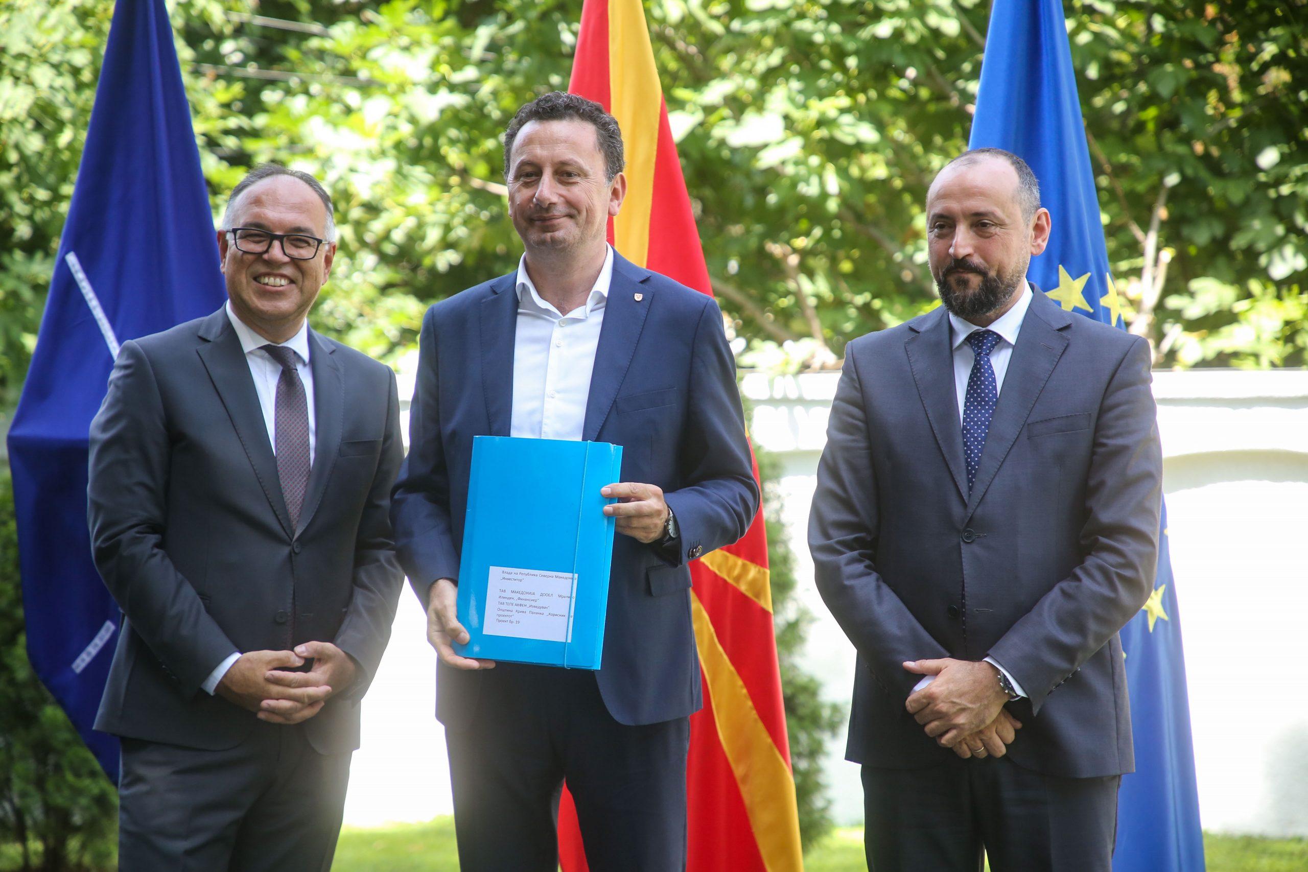 Потпишан договор за реконструкција на локален пат во с. Конопница м.в. Чивлк