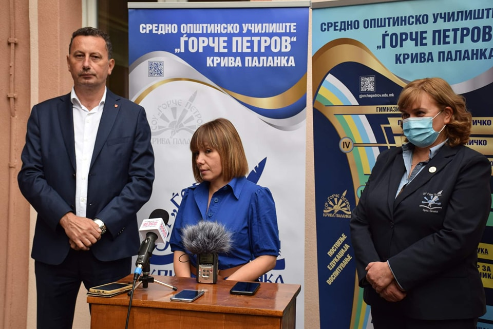 "Министерката за образование и наука Мила Царовска во посета на средното општинско училиште ""Ѓорче Петров"""