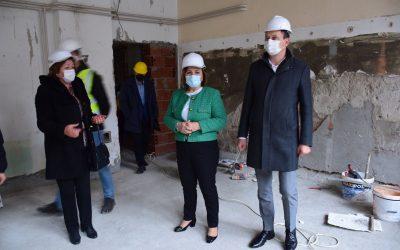 """Увид во градежни активности во ОЈУДГ """"Детелинка"""" на министерката Шахпаска и градоначалникот Мицевски"""