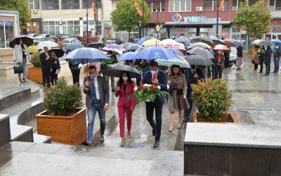 Положено свежо цвеќе по повод Денот на ослободувањето на Крива Паланка